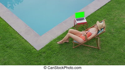stoel, achterplaats, 4k, vrouw ontspannend