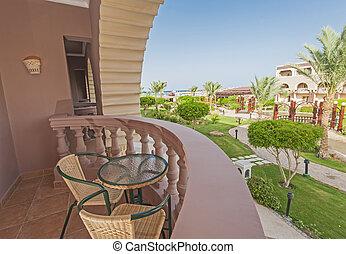Stol, bord, hotell altan. Stol, hotell, tropisk, lyxvara ...