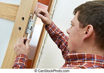 stolarz, na, drzwiowy lok, instalacja