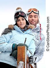 stond, koppel skiing, voorkant, vakantie, accommodatie