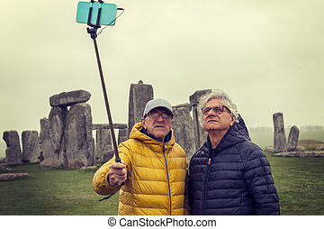 stonehenge, selfie, hommes, site, archéologique, prendre, mûrir, amis