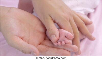 stopa, nowo narodzony, masaż, niemowlę