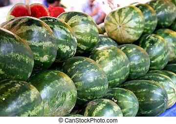 stor, vattenmeloner, på, a, disk, av, a, marknaden, in,...