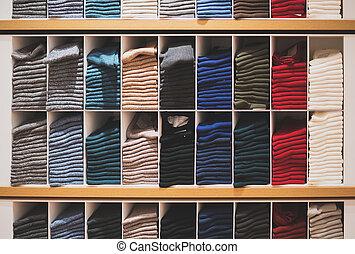 store., διαφορετικός , ρουχισμόs , κάλτσεs , ράφια