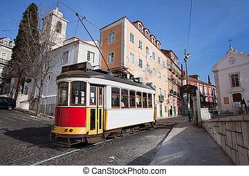storico, tram, in, alfama, distretto, di, lisbona