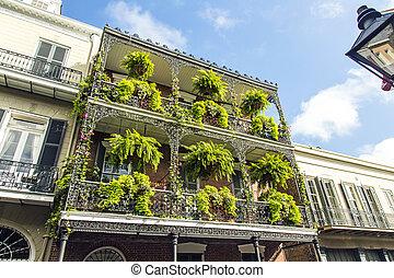 storico, vecchio, costruzioni, con, ferro, balconi, in, quarto francese