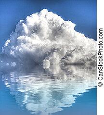 storm, met, water, weerspiegeling., een, hemel, van, wolken, weerspiegelde in, een, kalm, sea.