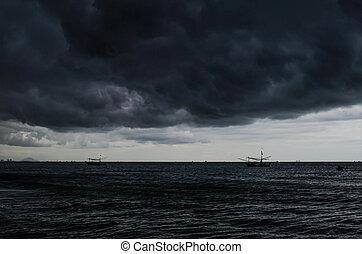 storm on the sea, Overcast sky before rain is heavy.