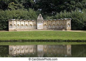 Stowe Gardens - natrional trust historic Stowe Gardens in...