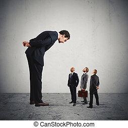sträng, chef, humiliates, hans, anställda