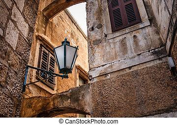 straße lampe, in, der, engen straße, von, omis, kroatien