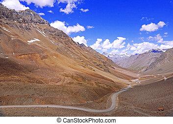 strada winding, in, il, alto-altezza, montagna, regione, di, il, himalaya