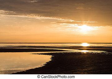 stralen, van, de, opkomende zon, op, de, ocean.