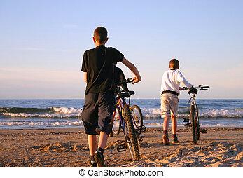 strand, fietser
