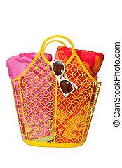 strand handduk, solglasögon, väska