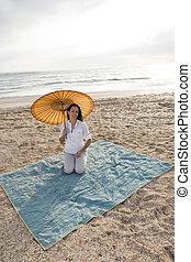 strand, hispanic, filt, kvinna, parasoll