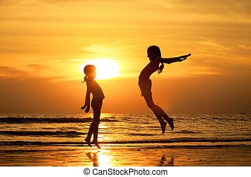 strand, hoppning, flickor, lycklig