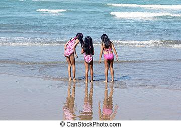 strand, meiden, drie