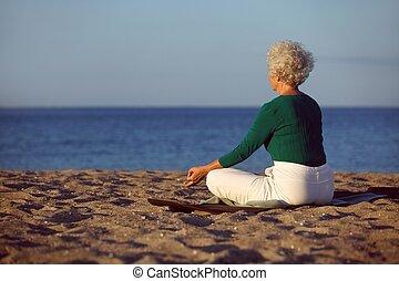strand, ouder, meditatie, vrouw,  yoga