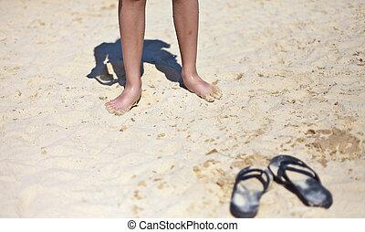 strand, sandaal, op, de, zanderig, zee kust