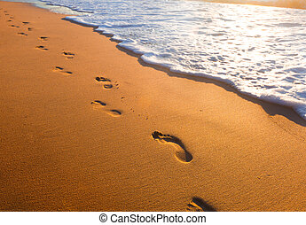 strand, tijd, ondergaande zon , voetsporen, golf