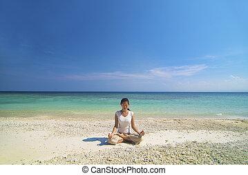 strand, utföre, yoga, asiatisk kvinna