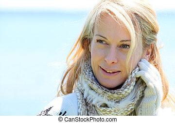 strand, verticaal, vrouw, van middelbare leeftijd, winter