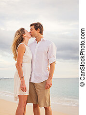 strand, vrouw, paar, liefde, vrolijke , man, kussende , romantische, ondergaande zon