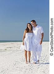 strand, wandelende, paar, romantische, lege