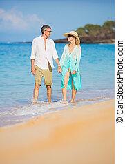 strand, wandelende, paar, romantische