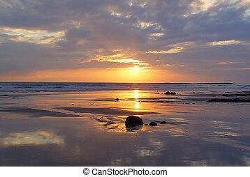 strand, weerspiegelde