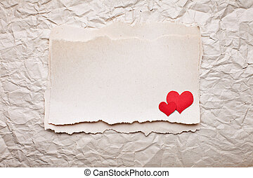 strappato, pezzo carta, con, cuori, su, vecchio, schiacciato, carta, fondo., lettera d'amore