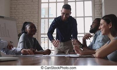 stratégique, équipe, collègues., expliquer, idées, éditorial, arabe, heureux, mâle