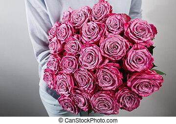 rosa pfingstrosen box women farbe rosen luxus str u e h nde blumen hut rosa box. Black Bedroom Furniture Sets. Home Design Ideas