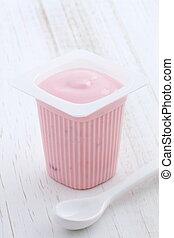 strawberry yogurt - Delicious commercial french custard-...