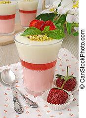 Strawberry yogurt dessert with pistachios - Light and...