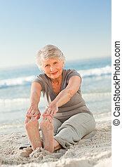 streches, mulher idosa, dela