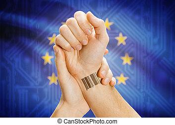streepjescode, identificatie, getal, op, pols, en, nationale vlag, op achtergrond, -, europese unie