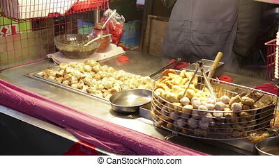 Street food at Lehua Night Market in the Yonghe District