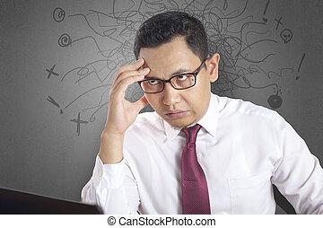 stress, lavorativo, stanco, laptop, ufficio, asiatico, uomo affari, gesto