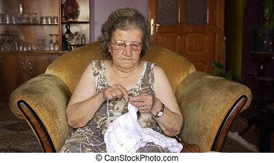 strickzeug, alte frau, pensioniert, daheim