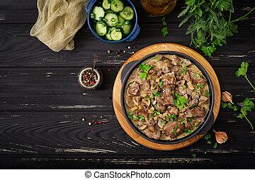 stroganoff, galinha, fígado, com, cogumelos, e, cream., apartamento, lay., vista superior