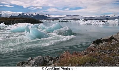 Strong current between the glaciers near the shore. Andreev.