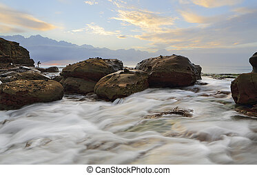 Strong foreground rock flows at Wollongong - Strong rock...