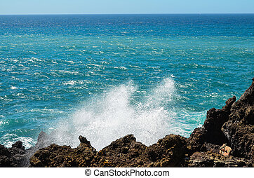 Strong Waves on the Blue Ocean