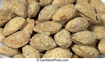 Strongly Salted Almonds in Shell