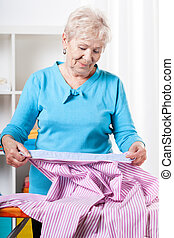 strykning, kvinna, skjorta, äldre, förberedande
