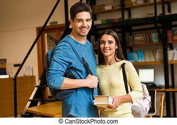 studenci, badając, para, biblioteka, mówiąc, każdy, przyjaciele, inny.