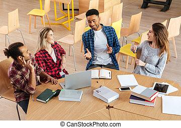 studenci, biblioteka, posiedzenie