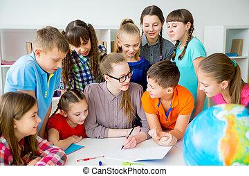 studenci, fabryka, nauczyciel